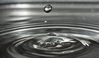 Hechizo del vaso de agua y el papelito