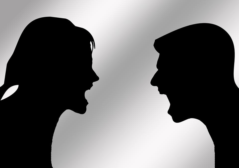 Oración y hechizo para que dos personas se peleen